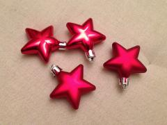 The red stars on the Christmas tree